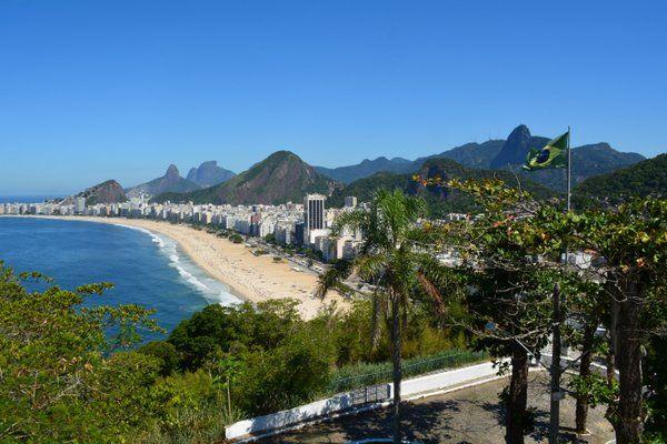 Magnífica panorámica de Copacabana con el Corcovado Fuerte de Leme Rio de Janeiro fuerte duque de caxias