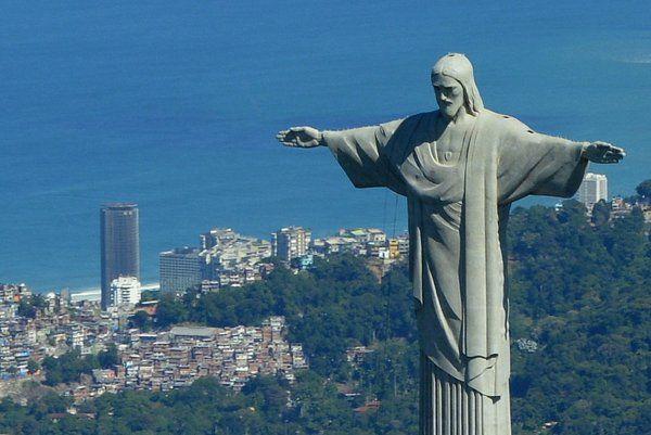 Vista aérea del Cristo Redentor del Corcovado la ciudad de Rio de Janeiro
