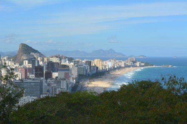 Vista de la playa de Ipanema desde uno de los miradores del parque Dois Irmaos Rio de Janeiro