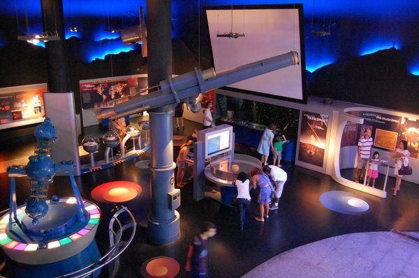 Paneles interactivos en Museo del Universo planetario da Gávea Rio de Janeiro