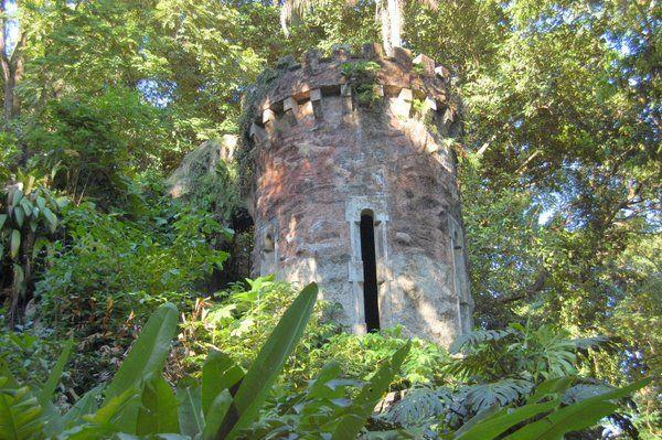 Esta torre imitando a un castillo contribuye al carácter romántico del Parque Lage Rio de Janeiro