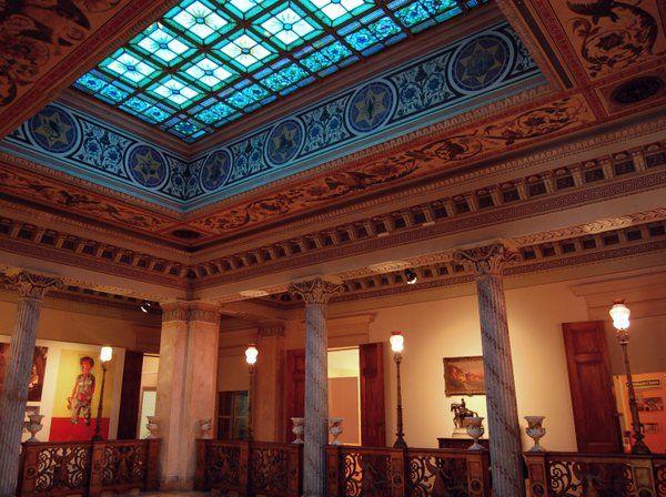 La luz se filtra a través de la claraboya azul Palacio Catete Rio de Janeiro Museo de la Republica