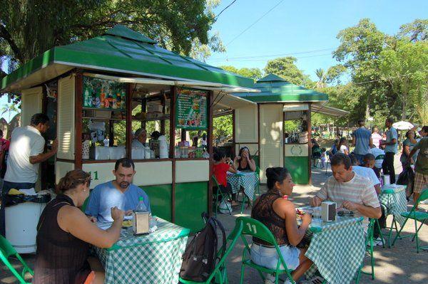 Los puestos de comida se llenan durante los fines de semana Quinta da Boa Vista