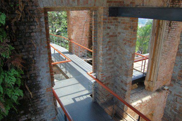 Interior del antiguo palacete Parque das ruinas rio de janeiro