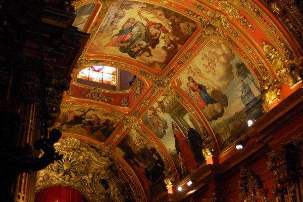 Pinturas sobre madera en el techo de la abadía Monasterio de Sao Bento Rio de Janeiro