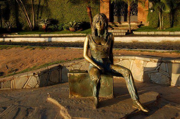 Monumento a Brigitte Bardot en el paseo que lleva su nombre Buzios Rio de Janeiro