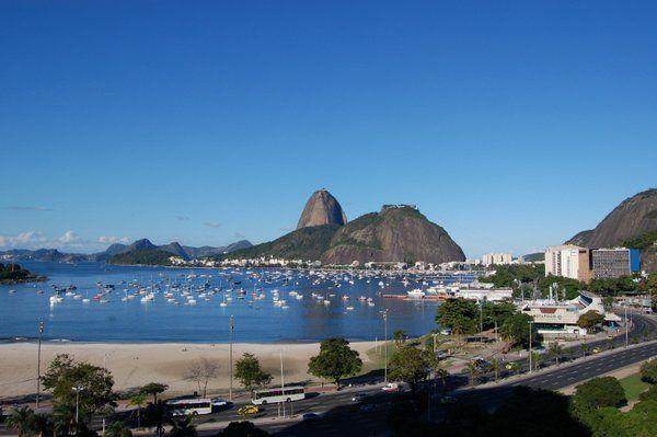 Vista del Pan de Azúcar desde la terraza del Botafogo Praia Shopping Playa de Botafogo Rio de Janeiro