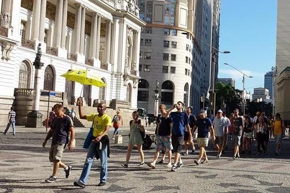 Grupo de turistas por el centro de Río tours gratuitos rio de janeiro
