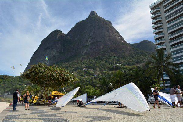 Punto de encuentro en la Playa de Sao Conrado bajo la Pedra de Gávea ala delta parapente rio de janeiro