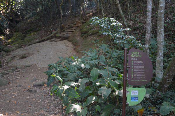 Comienzo del sendero hasta el Morro de Urca trekking rio de janeiro