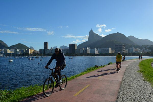 Ciclismo Rio de Janeiro Ciclovía en el Aterro de Flamengo con el Corcovado al fondo