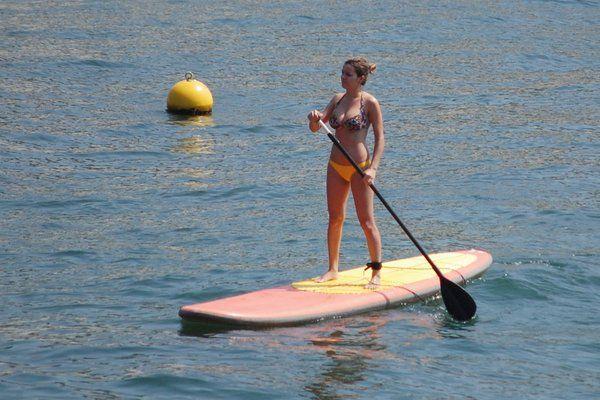 Practicando el stand up paddle en Rio de Janeiro Copacabana