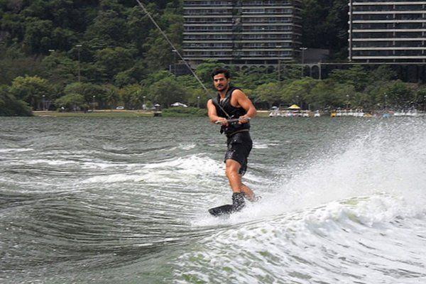 Esqui acuatico en Rio de janeiro. En poco tiempo se aprende a mantener el equilibrio