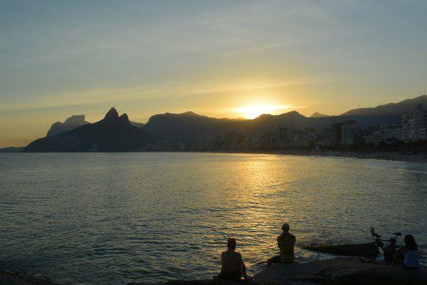 Vista de la puesta de sol desde Arpoador y la playa de Ipanema - los mejores lugares para ver la puesta de sol en Río de Janeiro