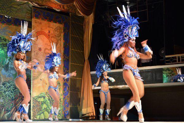 Garotas durante el espectáculo del Plataforma Show Espectaculos de samba Rio de Janeiro