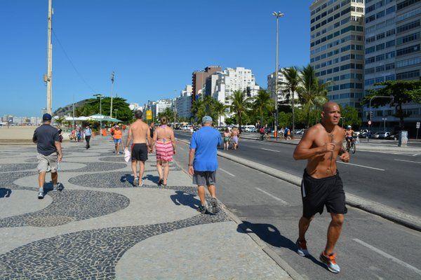 correr por la orla de copacabana Cosas que hacer en Rio de Janeiro para sentirte un verdadero carioca