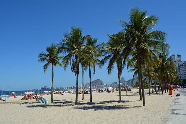 La exótica y urbana playa de Copacabana