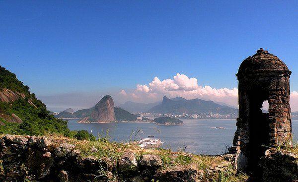 Vista de la bahía de Guanabara desde una torre vigía Fuerte de Sao Luiz Niteroi Rio de Janeiro fuerte do pico