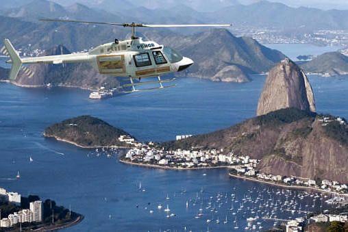 Sobrevolando el Pan de Azúcar vuelo en helicoptero Rio de Janeiro