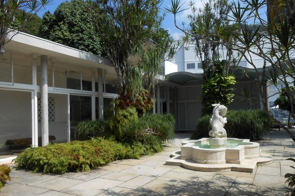 Fuente en el patio interior de la casa Instituo Moreira Salles Rio de Janeiro