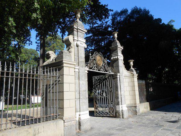 Verja de hierro forjado del acceso principal del Passeio Publico Rio de Janeiro