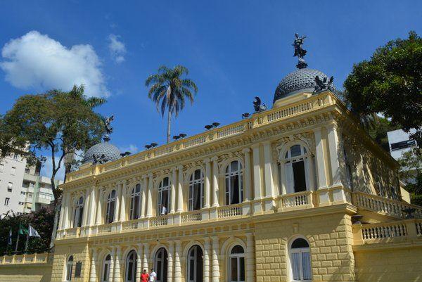 Fachada principal del Palacio Amarillo Palacio Amarelo Petropolis Rio de Janeiro