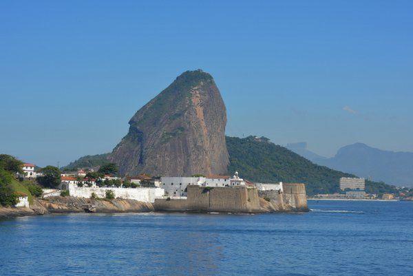 Vista de la fortaleza con el Pan de Azúcar Fortaleza de Santa Cruz Niteroi Rio de Janeiro