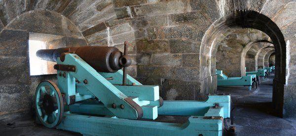 Uno de los cañones que apuntan a la entrada a la bahía de Guanabara Fortaleza de Santa Cruz Niteroi Rio de Janeiro