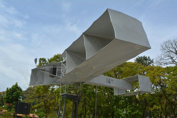 Aeroplano 14 Bis Santos Dumont en la Plaza Rui Barbosa Petropolis Rio de Janeiro