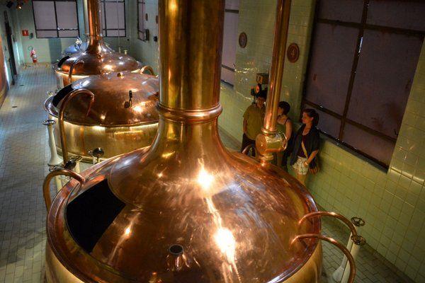 Tanques de fermentación de la centenaria Cervecería Bohemia Petropolis Rio de Janeiro
