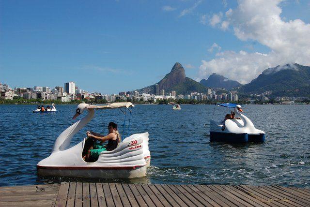 Barcos a pedales con forma de cisne Laguna Rodrigo de Freitas Rio de Janeiro