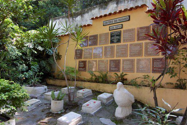 Cementerio de los pájaros Isla de Paqueta Rio de Janeiro