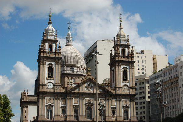 Detalle de la fachada principal iglesia de la candelaria Rio de Janeiro