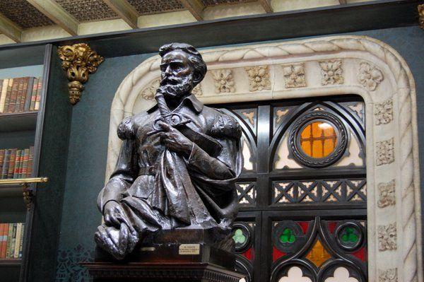 Busto de Luis de Camões Real gabinete portugues de lectura Rio de Janeiro