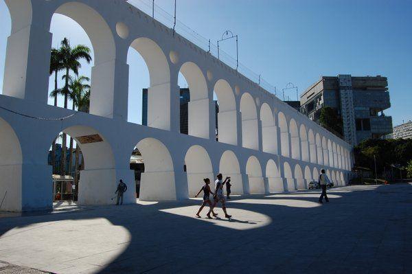 los arcos de lapa son el corazon del barrio de lapa en Rio de Janeiro