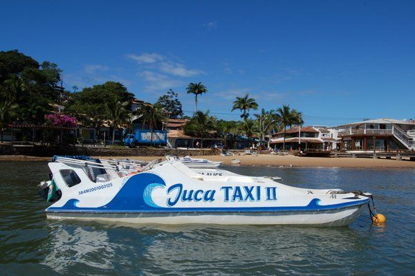 Taxi acuático atracado en Armaçao dos Búzios Buzios Rio de Janeiro