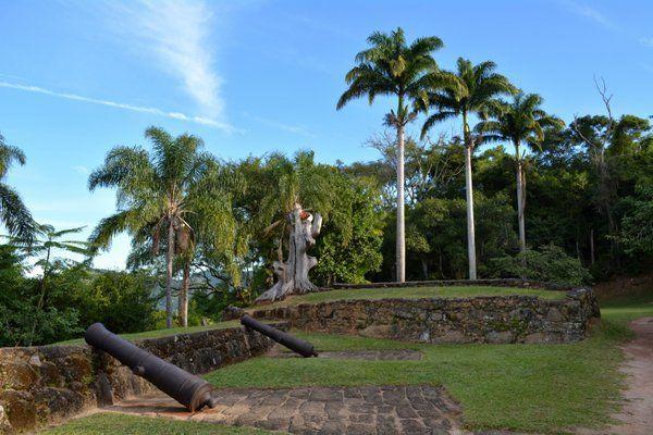Cañones en el Fuerte Defensor Perpetuo Paraty Rio de Janeiro