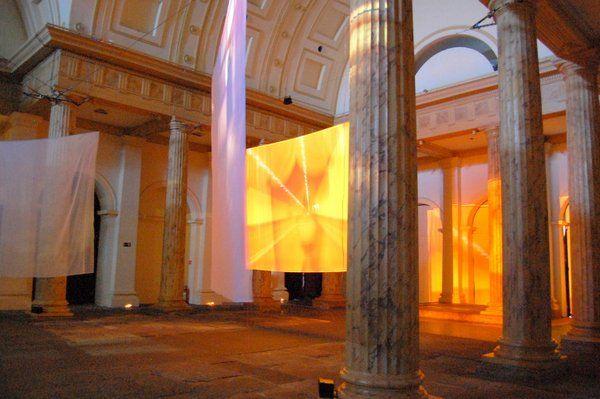 Performance en el interior de la Casa Francia Brasil Centros culturales de Rio de Janeiro