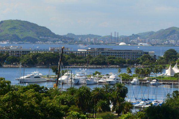 Vista de la Marina da Gloria desde la terraza de la iglesia Outeiro da Gloria Rio de Janeiro