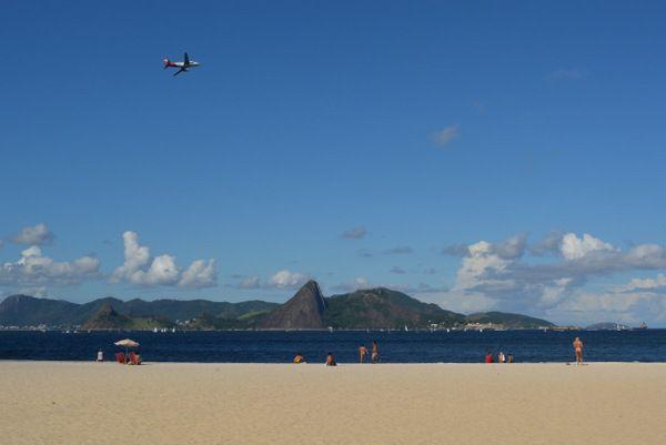 Vista de Niteroi desde la playa de Flamengo Rio de Janeiro