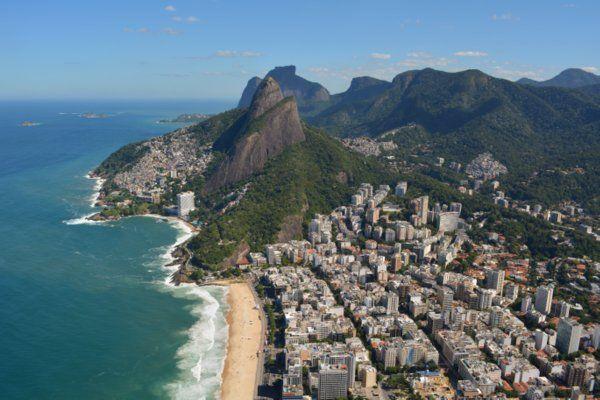 Vista del Peñasco Dois Irmaos y la playa de Leblon Geografia de Rio de Janeiro