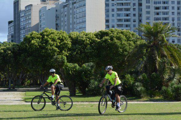policia en bicicleta seguridad en rio de janeiro