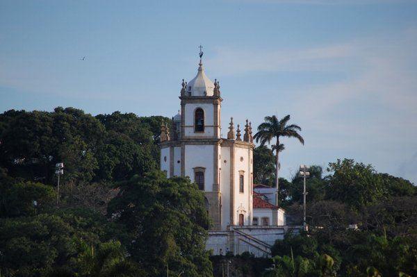 Vista de la Iglesia Outeiro da Gloria desde el Aterro do Flamengo Rio de Janeiro