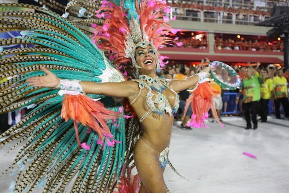 Una bailarina durante el desfile del Sambódromo Carnaval de Rio de Janeiro