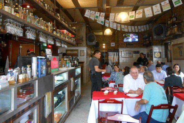 Interior de un típico boteco carioca comida tipica de rio de janeiro gastronomia