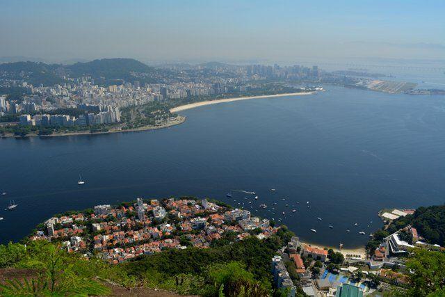 Vista de la bahía de Guanabara y el Aterro de Flamengo trekking morro de urca