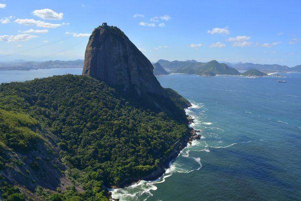 Vista de la ladera del Pan de Azúcar por dónde transcurre el trekking Rio de Janeiro
