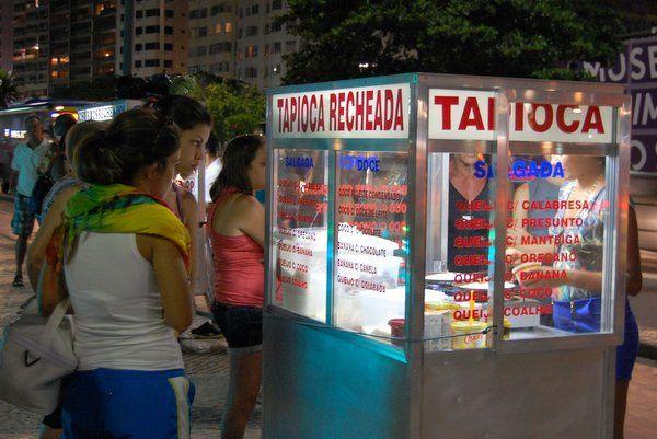 Un puesto de tapiocas en Copacabana comida tipica de rio de janeiro gastronomia