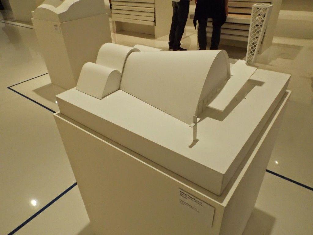 """Maqueta de la exposición """"Oscar Niemeyer: Clásicos e Inéditos"""" en el Palacio Imperial de Río de Janeiro"""