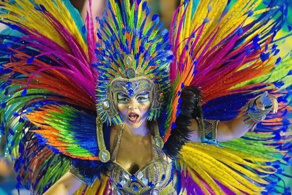 Rio se viste de colores durante el carnaval de rio de janeiro